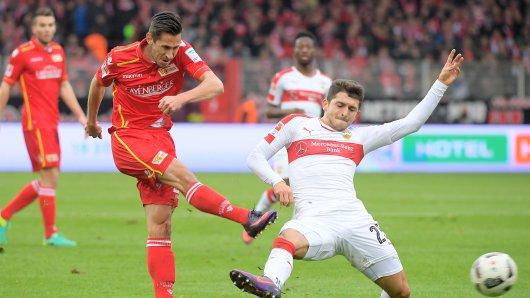 Union-Stürmer Steven Skrzybski (l.) erzielte im Hinspiel den Ausgleich gegen Stuttgart