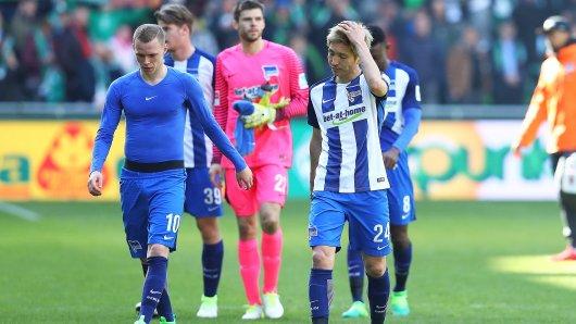 Lange Gesichter bei Hertha: Ondrej Duda (v.l.), Florian Baak, Rune Jarstein, Genki Haraguchi nach dem 0:2 in Bremen