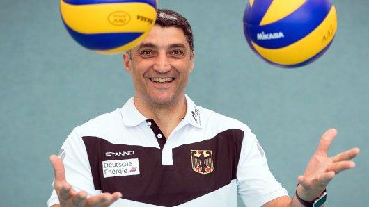 Andrea Giani ist in Personalunion Bundestrainer der deutschen Volleyballnationalmannschaft und Trainer des italienischen Erstligisten Revivre Powervolley Mailand