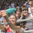 Ein Sonnenschein zum Anfassen: Gina Lückenkemper mag ihre Fans. Und die Fans mögen die Sprinterin