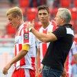 Felix Kroos (l.), Damir Kreilach und Trainer Jens Keller müssen etwas bereden