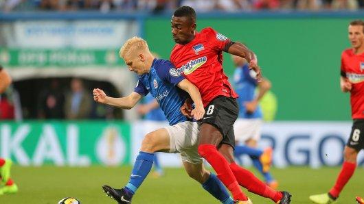 Salomon Kalou (Nr. 8) hat seit September 2014 für Hertha 87 Bundesligapartien gespielt, zehn  im DFB-Pokal und zwei in der Europa-League-Qualifikation