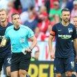 Vedad Ibisevic (r.) und Schiedsrichter Tobias Stieler beim Spiel gegen Mainz am Sonnabend