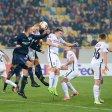 Viel Körperkontakt: Hertha und Vedad Ibisevic (l.) bekamen beim 1:2 im Hinspiel gegen Lugansk große Gegenwehr zu spüren