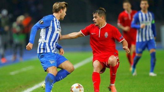 Alexander Esswein (l.) hat in dieser Saison zwölf Pflichtspiel-Einsätze für Hertha absolviert,  hier in der Europa League gegen Lugansk, und hat einen Treffer erzielt. Sein Vertrag in Berlin läuft bis 2020