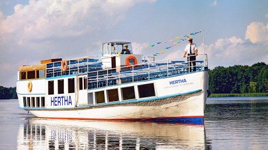 """Das Fahrgastschiff """"Hertha"""" wurde 1886 erbaut. Länge: 22,82 Meter. Breite: 4,80 Meter. Gewicht: 100 Tonnen. Antrieb: zwei Motoren mit je 50 PS"""
