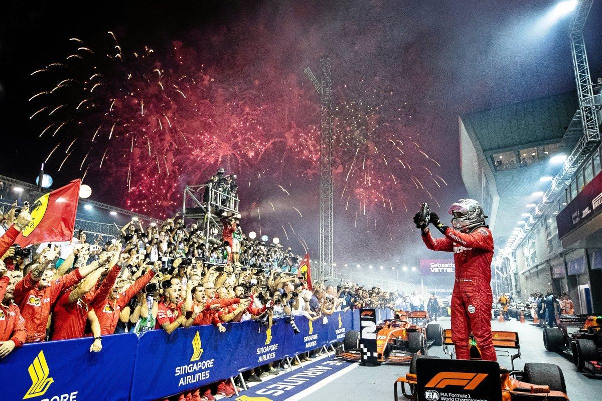 Feuerwerk für Vettel im Nachtrennen von Singapur