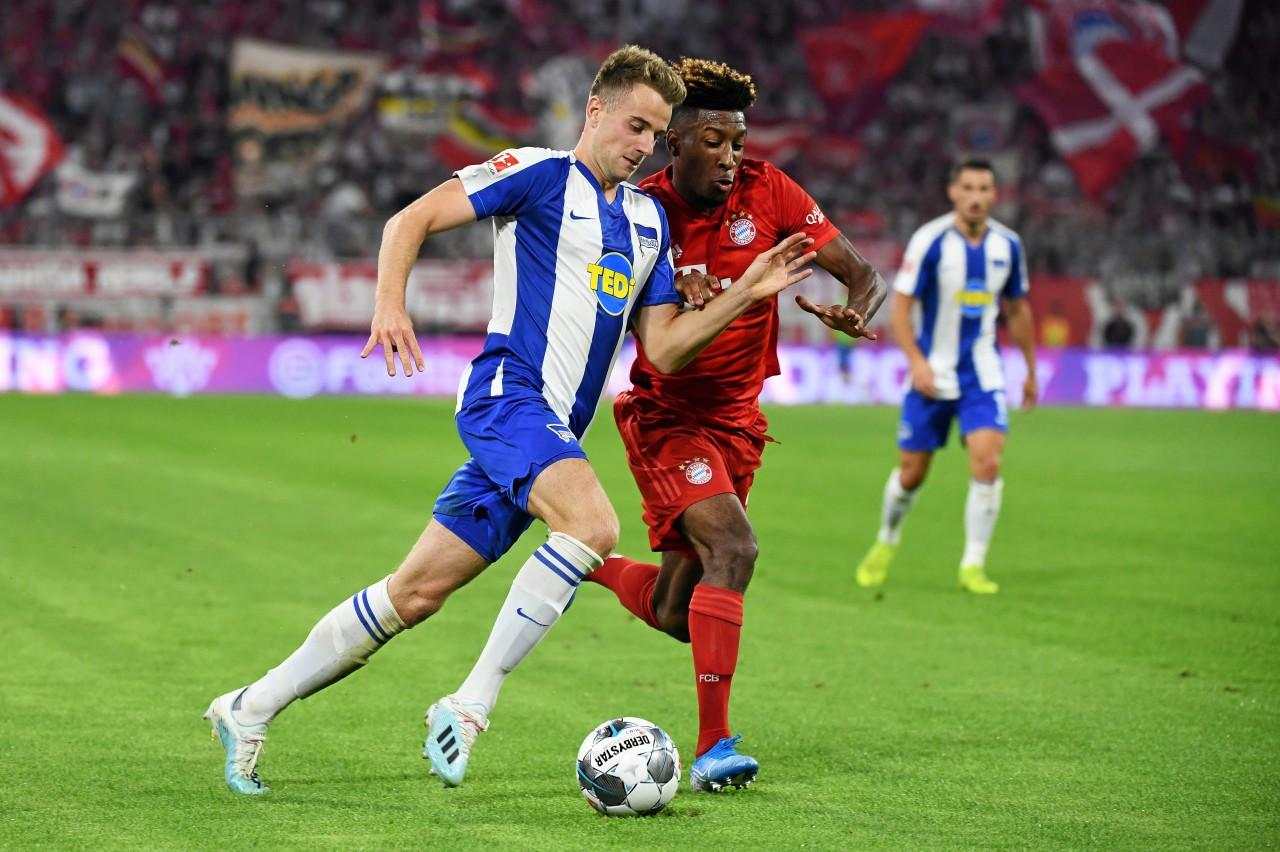 Platz da: Herthas Lukas Klünter (l. im Duell mit Bayerns Kingsley Coman) ist der schnellste Sprinter der Liga.