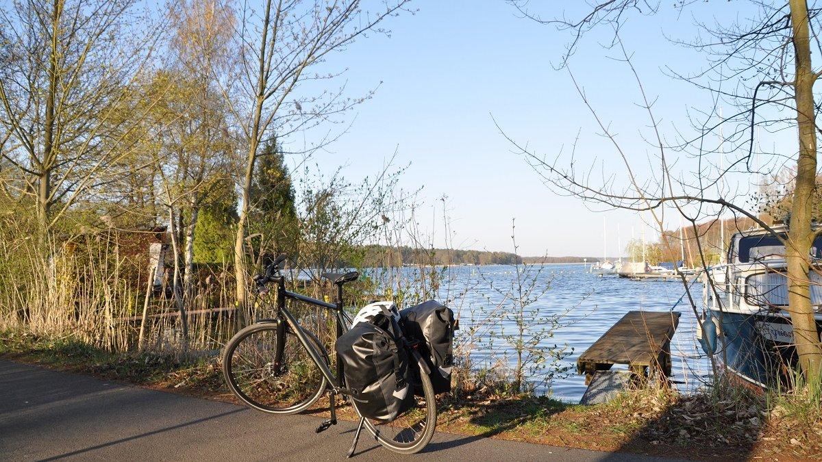 Mit Rad und Gepäck zum glasklaren Werbellinsee.