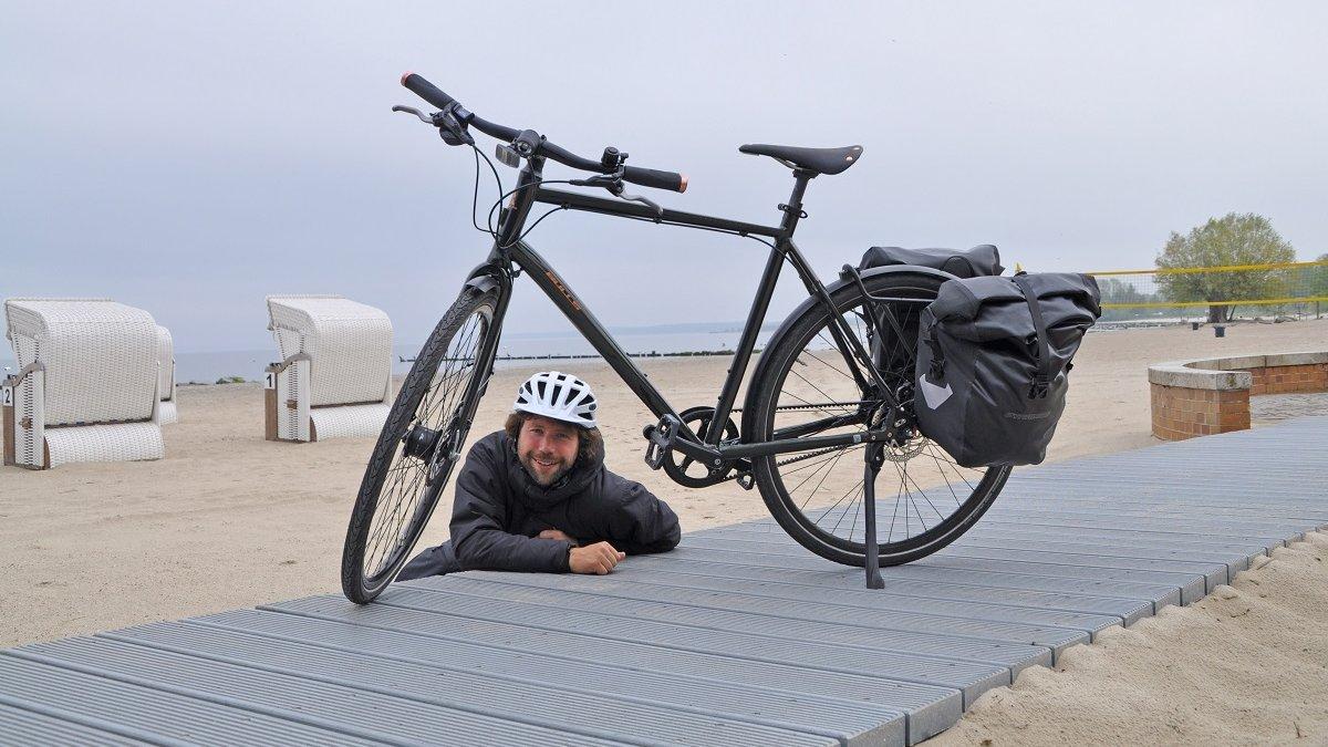 Nach drei Tagen konnte Redakteur Martin Hildebrandt am Strand des Stettiner Haffs vom Rad steigen.