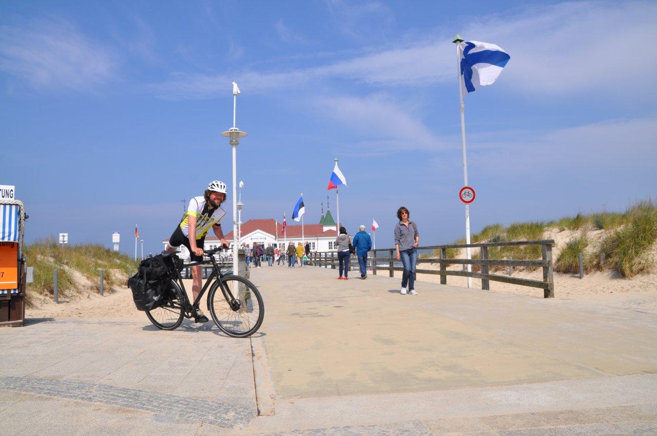 Die Seebrücke in Ahlbeck: Radfahrer bitte absteigen.