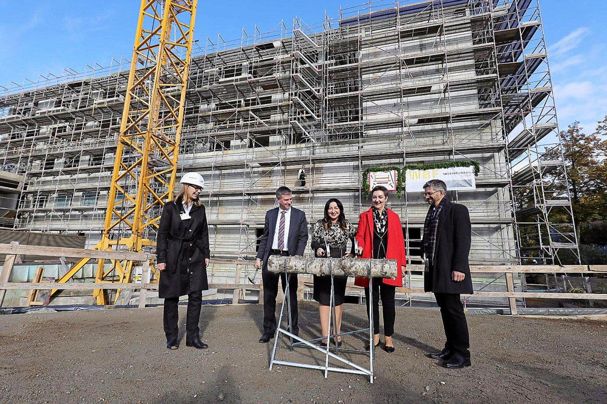 Vivantes-Neubau feiert Richtfest