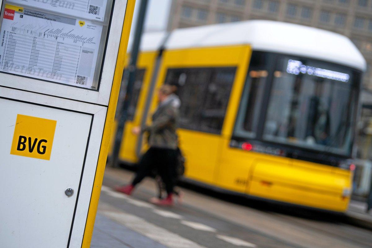 Tram nach Adlershof kurz vor dem Baustart