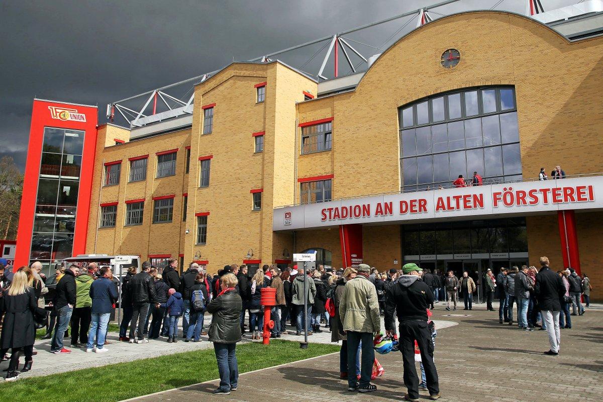 Reporter von Union-Fans vor Bundesliga-Premiere angegriffen