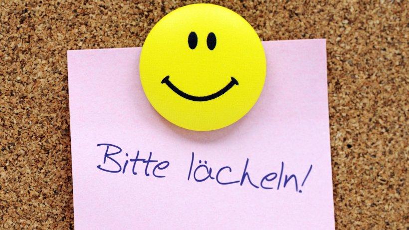 http://img.morgenpost.de/img/vermischtes/crop109313043/9732602055-w820-cv16_9-q85/Zettel-mit-Aufschrift-Bitte-laecheln-und-Smiley-an-einer-Pinnwand-2-.jpg