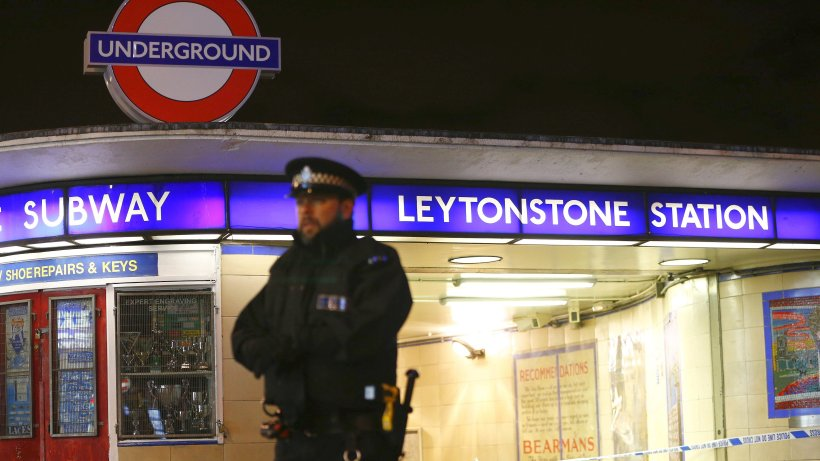 drei verletzte bei machetenangriff in londoner u bahn. Black Bedroom Furniture Sets. Home Design Ideas