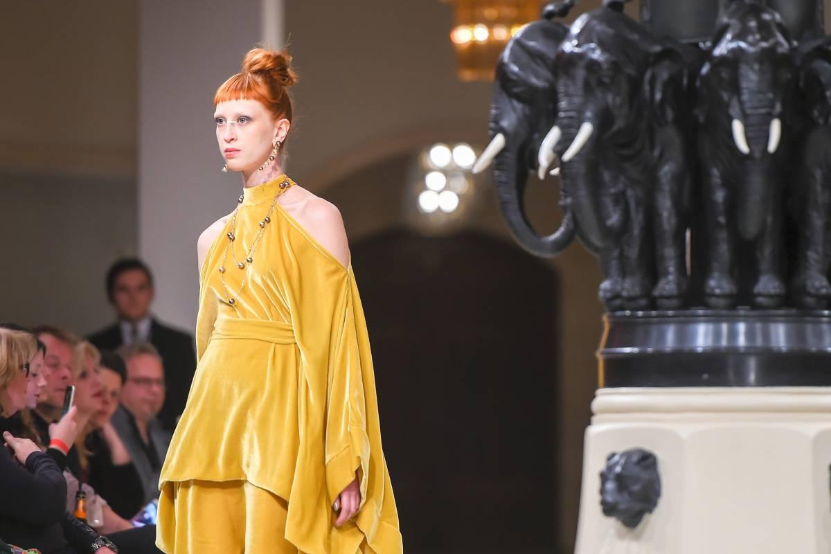 ad0cb2fea2feb0 Berlin Fashion Week: Samt und Glitzer sind erste Trends - Vermischtes -  Berliner Morgenpost