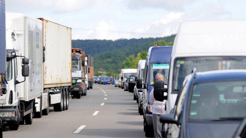 Vermischtes article keine lust stau geisterfahrer faehrt durch rettungsgasse