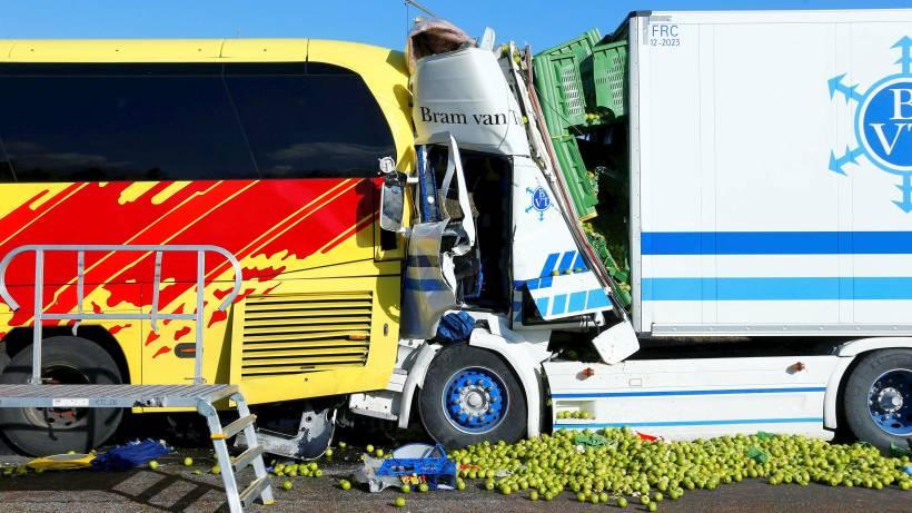 A3 Limburg Mehrere Tote Nach Auffahrunfall Zwischen Lkw Und Flixbus