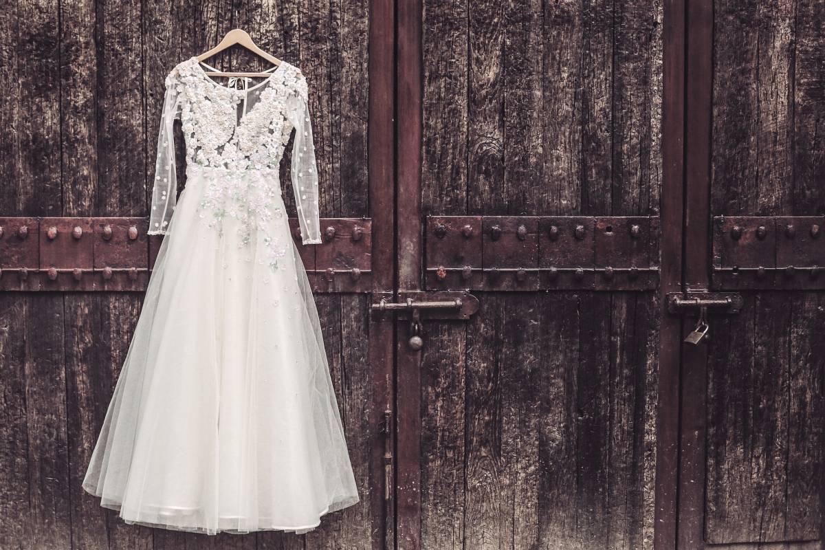hochzeit geplatzt: enttäuschte bräute verkaufen kleid online