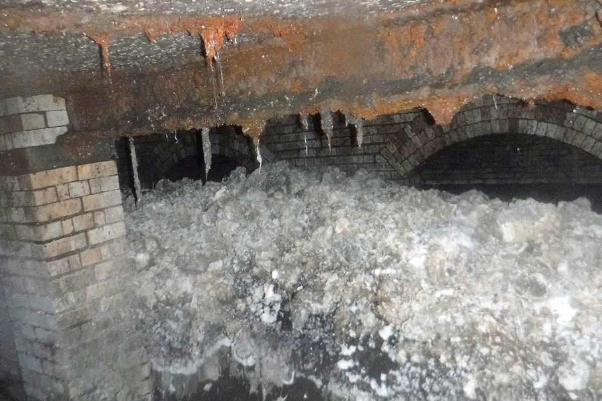 Favorit Riesiger Fettberg verstopft Abwasserkanal in Sidmouth in England OA94