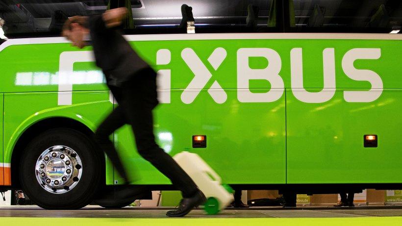 """Flixbus-Fahrer ist Hitler-Fan: Was die Firma zum """"Mein Kampf""""-Tattoo sagt"""