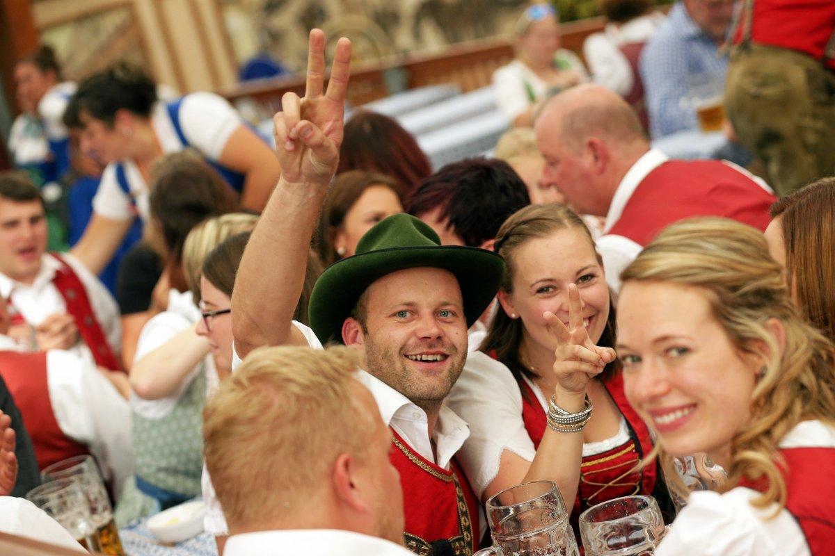 München: Oktoberfest angefangen - Sanitätet schon im Einsatz