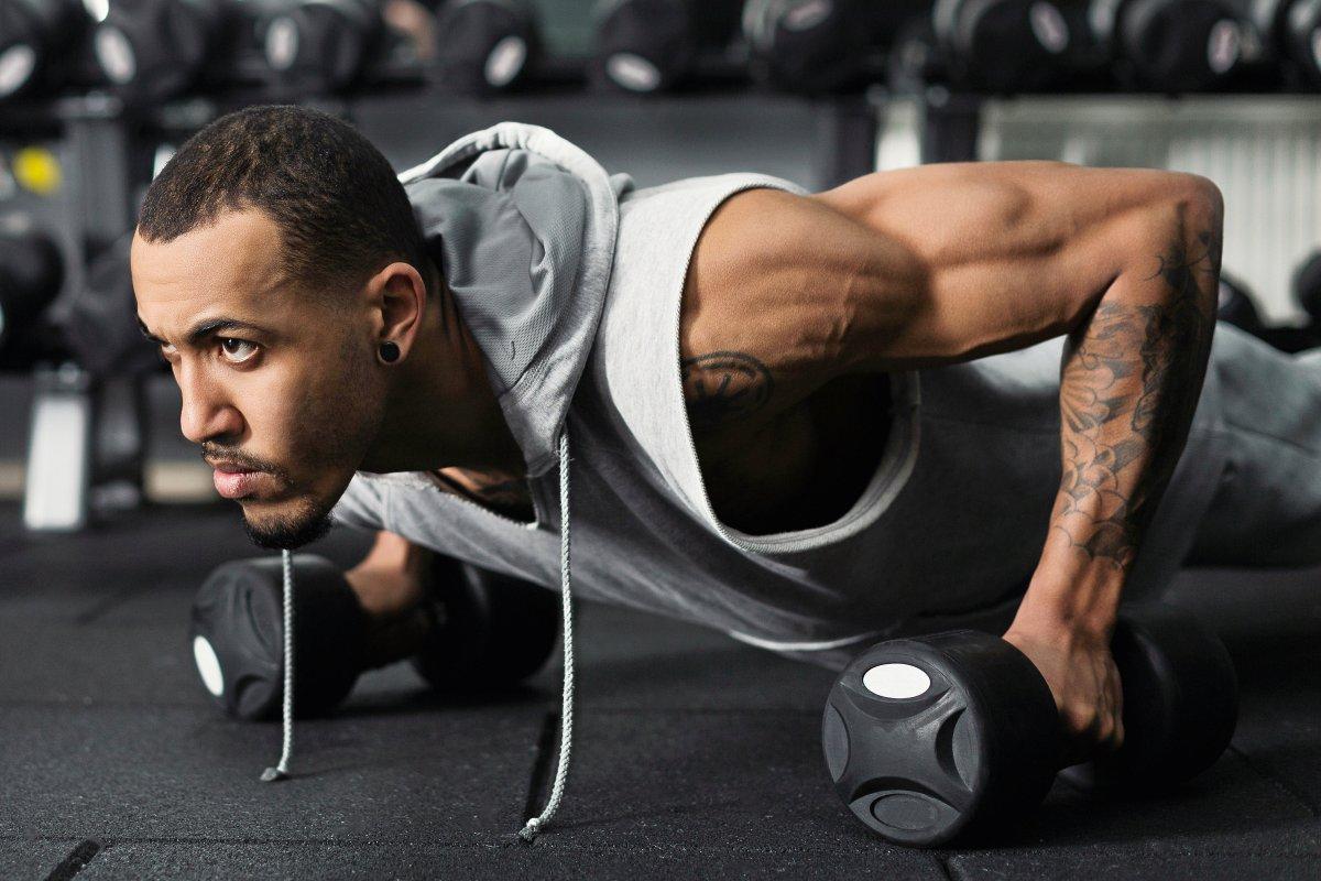 Muskelsucht beim Bodybuilding: Wie man den Adonis-Komplex erkennt