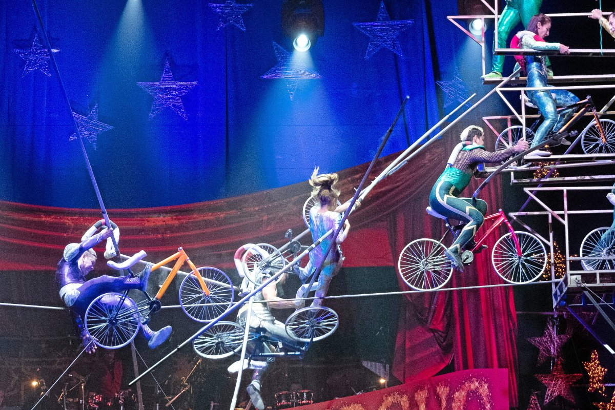 Zirkus-Akrobaten nach Sturz aus sieben Metern Höhe verletzt