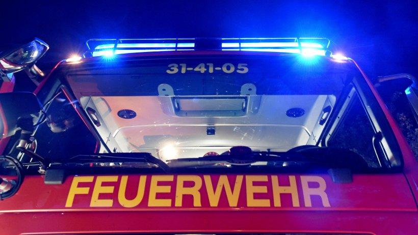Feuer auf Dach eines Hochhauses - Rauch über Berlin