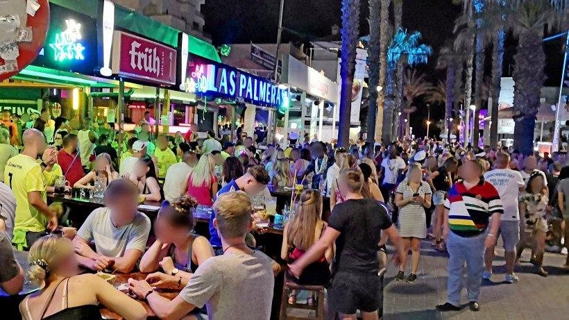 Mallorca: 2 Wochen Quarantäne für Urlauber? Party sorgt für Entsetzen