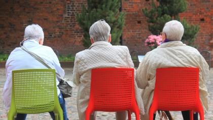 Das Rentenalter in vollen Zügen genießen: darauf muss wohl in Zukunft noch länger hingearbeitet werden.