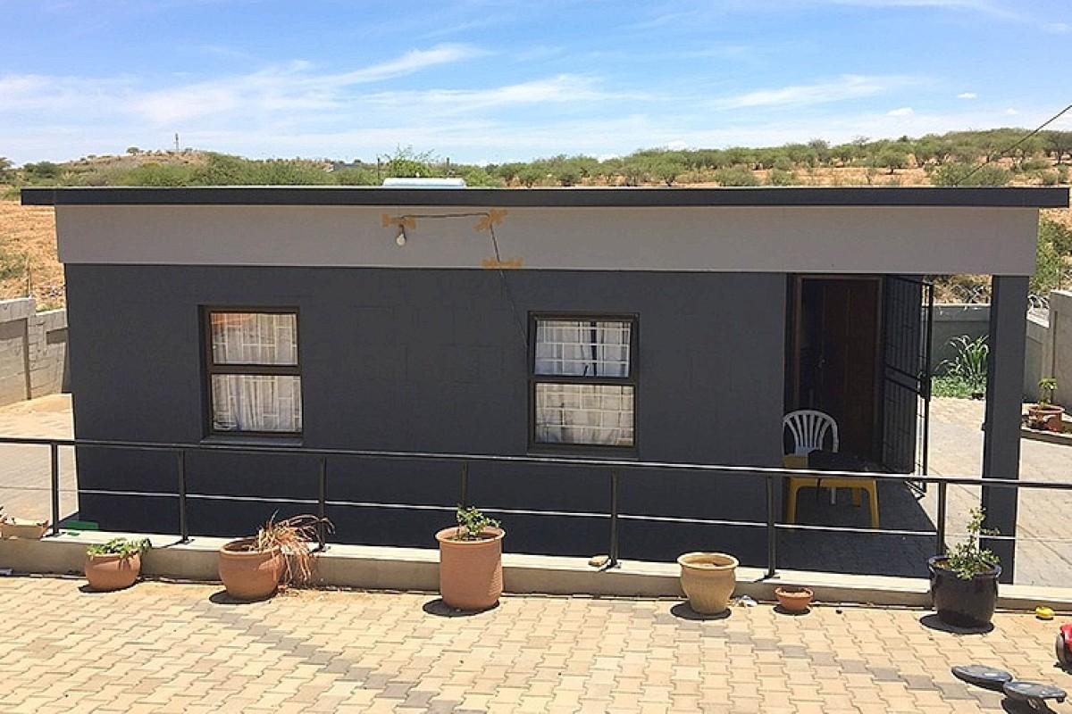 In Namibia werden Häuser für die Armen aus Wüstensand gebaut ...