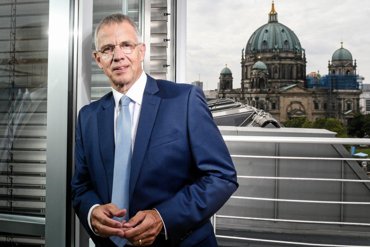 Bankenverbandschef Krautscheid: Mehr Verbrauchern droht Strafzins auf Erspartes