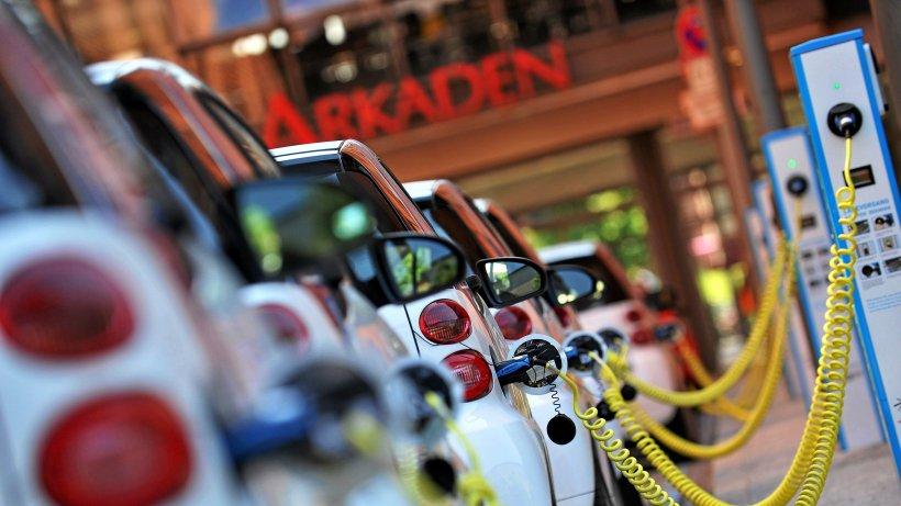 Elektroautos: Der Staat investiert Milliarden für mehr Ladesäulen
